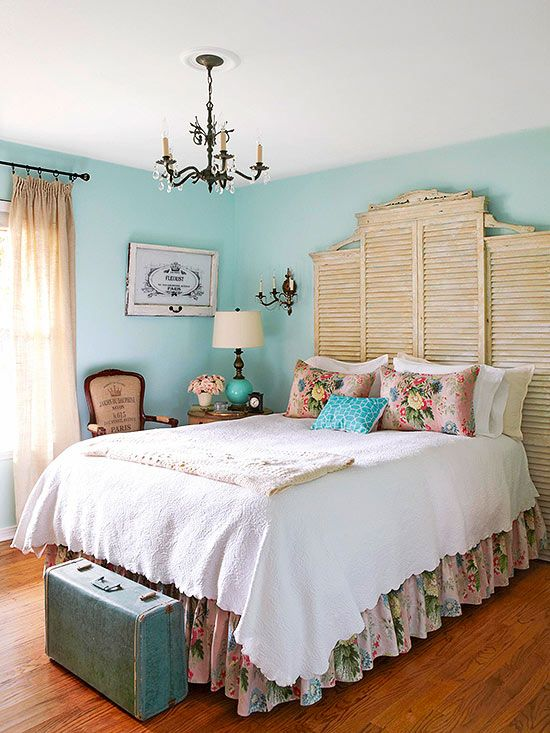 colorful bedroom design with blue wall decor