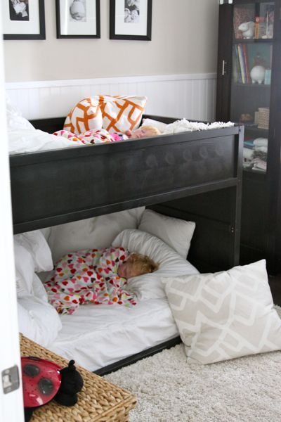 kids room decorating with bunk bed