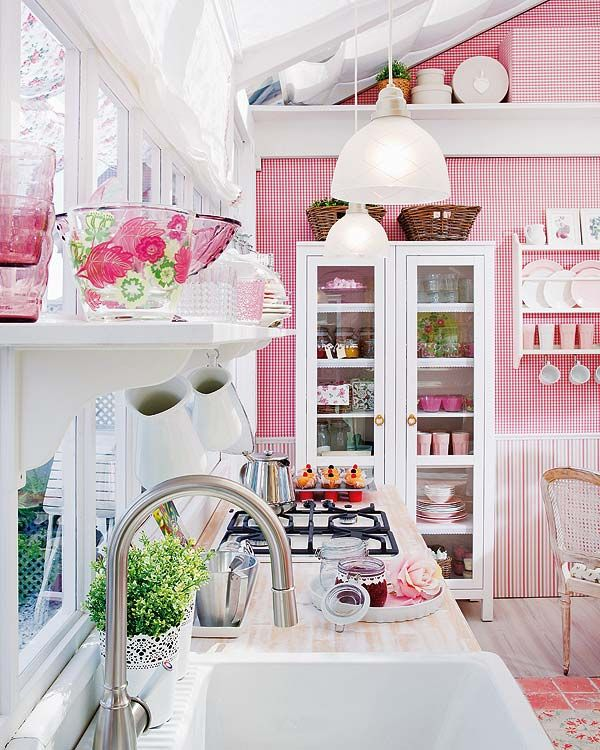 pink kitchen like a candy