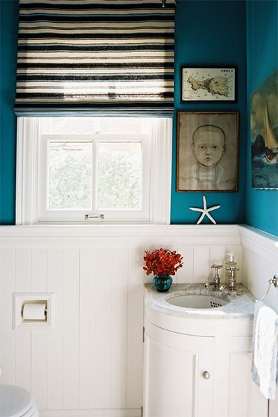 small bathroom design - locate your sink to the corner