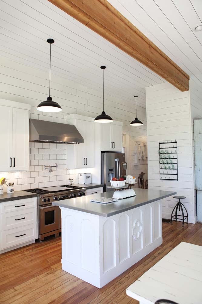 white soft kitchen design