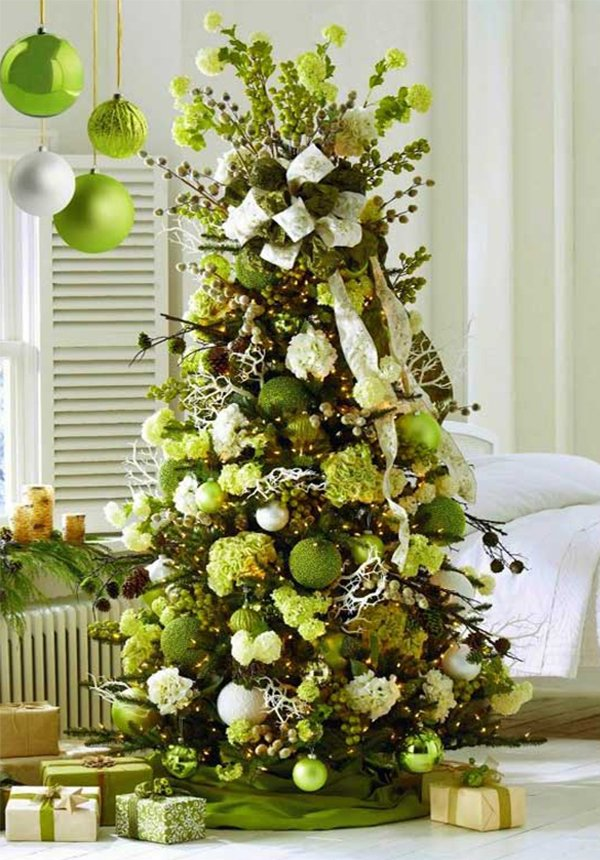 amazing christmas tree design with green ornaments