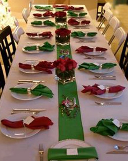 red and green christmas table decor
