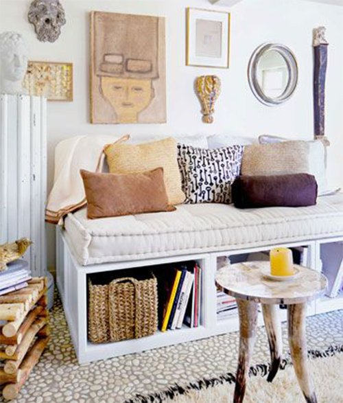 small space decorating - sofa and cute pillows