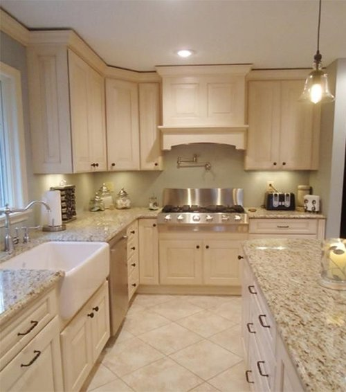 traditional kitchen design with white tones