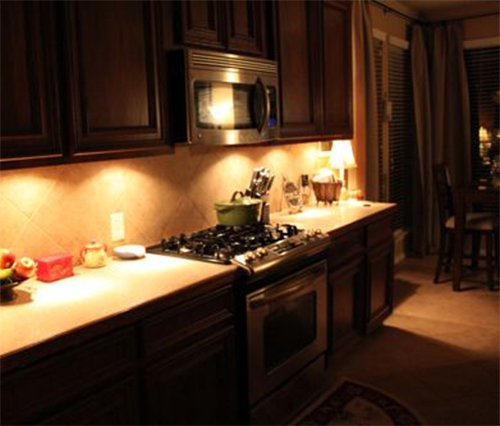under cabinet kitchen lighting