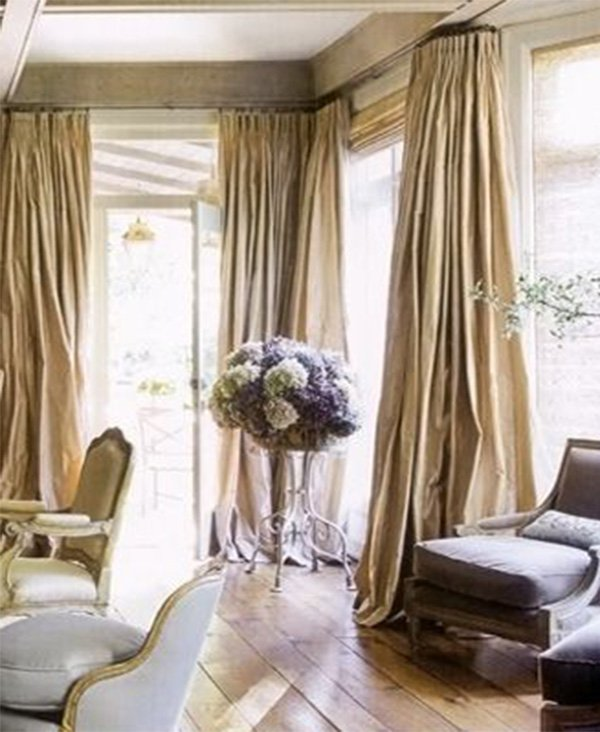 living room design with curtains