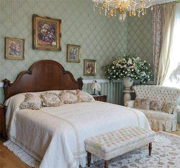 A master bedroom designed in a victorian style for Bedroom ideas victorian