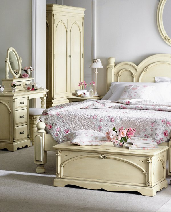 cute bedroom design with antique furnitures