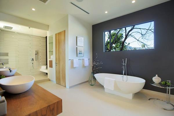 2 modern bathroom decorations