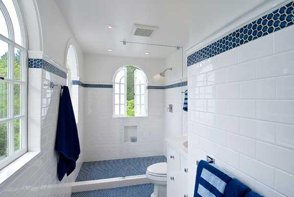Blue and White Bathroom Decoration 2