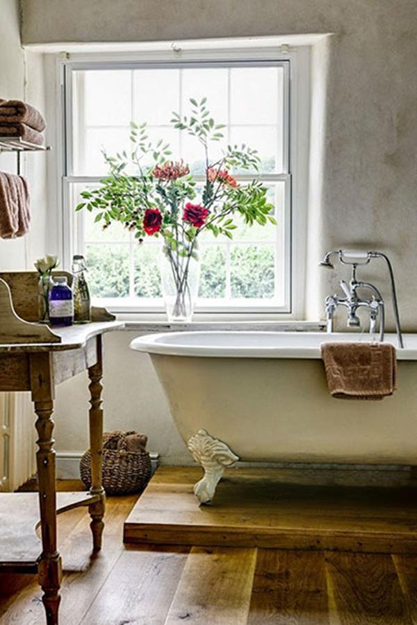vintage bathroom decoration