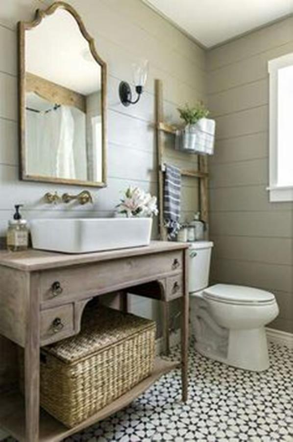 traditional vintage bathroom